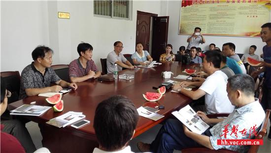 考察团在团河镇政府会议室举行座谈会_副本.jpg